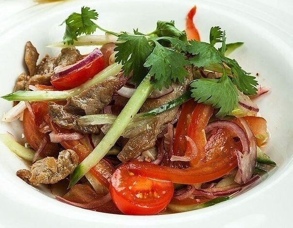 beef-salad-and-tomatoes