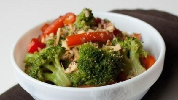 warm-salad-of-peppers-and-broccoli