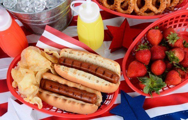 hot-dogs-on-the-grill