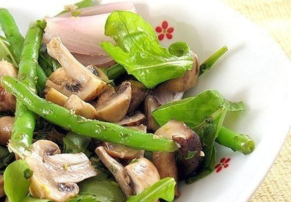mushroom-salad-with-asparagus-and-eggs