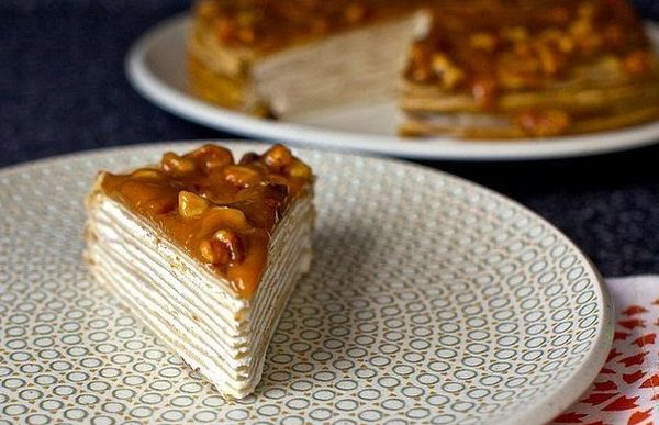 pancake-cake-with-bananas-with-yogurt-and-glazed-walnut