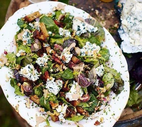 salad-with-blue-cheese-warm-croutons-and-bacon