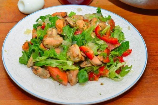 salad-with-mussels