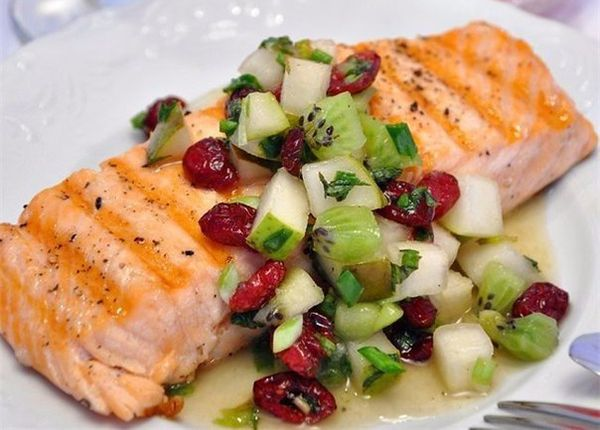 salmon-grilled-with-salsa-pear-and-kiwi