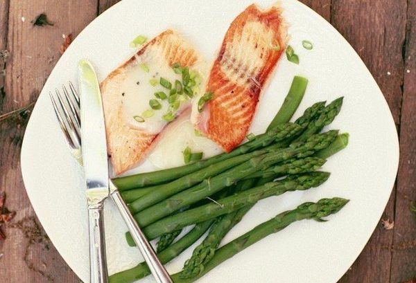 salmon-with-white-wine-sauce-with-asparagus