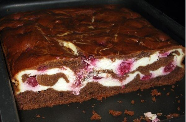 brownie-with-cream-cheese-and-cherries