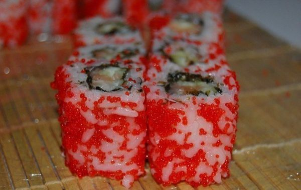 california-roll-with-flying-fish-roe-2