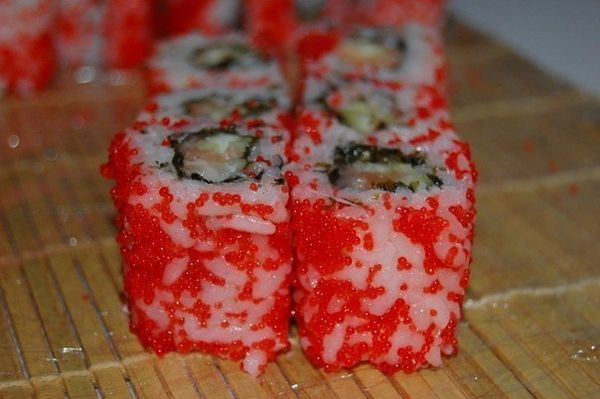 california-roll-with-flying-fish-roe