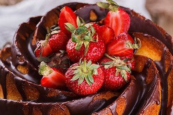 cheesecake-with-strawberries
