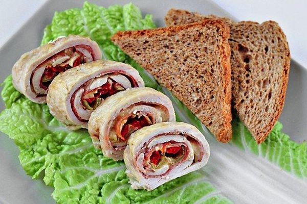 chicken-roll-stuffed-with-cheese-bacon-and-pepper