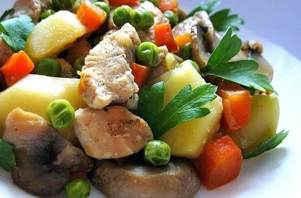 chicken-with-mushrooms-and-green-peas