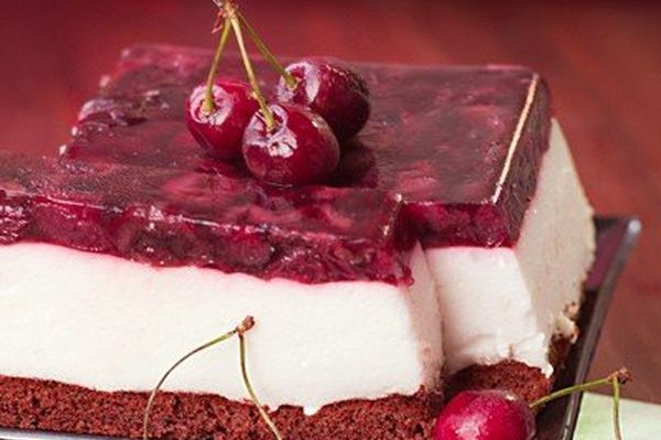 diet-cake-with-yoghurt-mousse-and-chereshnevym-jelly