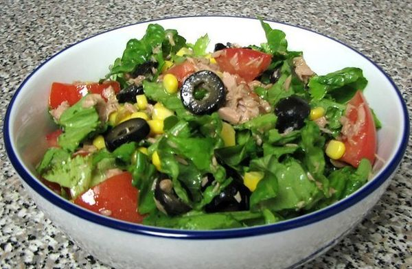 green-salad-with-tuna