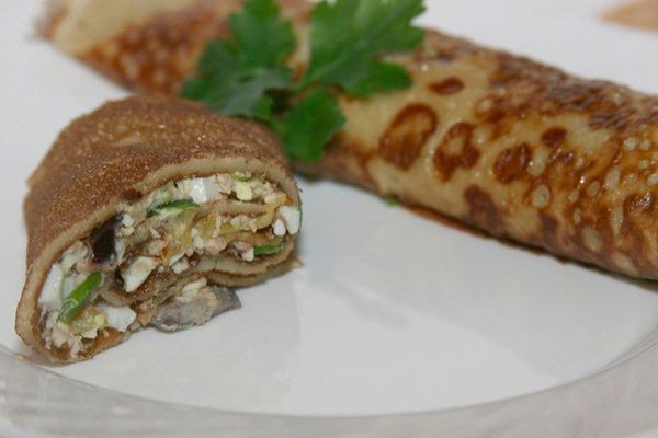 rolls-of-pancakes-with-cod-liver