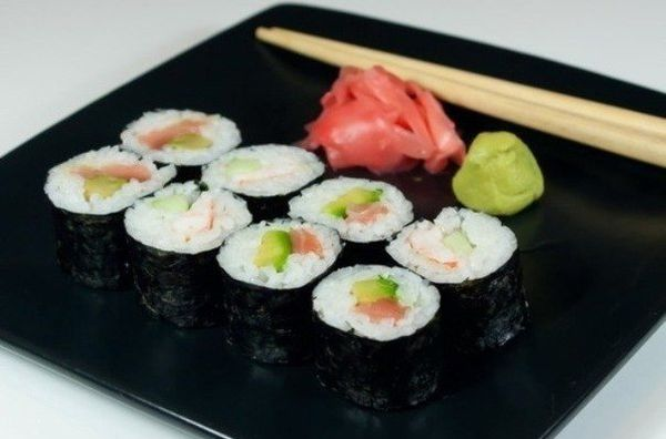 rolls-with-avocado-salmon-and-cucumber-with-avocado-salmon-and-cucumber
