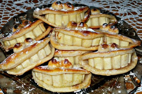 tasty-curd-shortbread-biscuits-with-apples-and-cinnamon-smile
