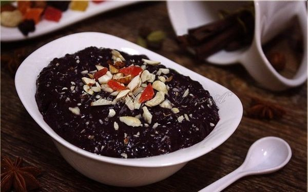 buckwheat-porridge-with-blueberries-and-walnuts