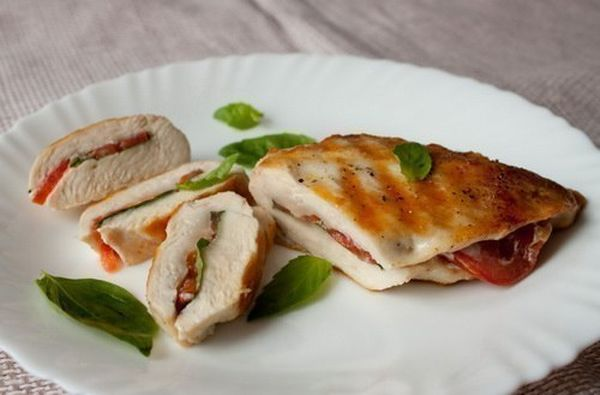 chicken-breast-with-tomatoes-and-basil