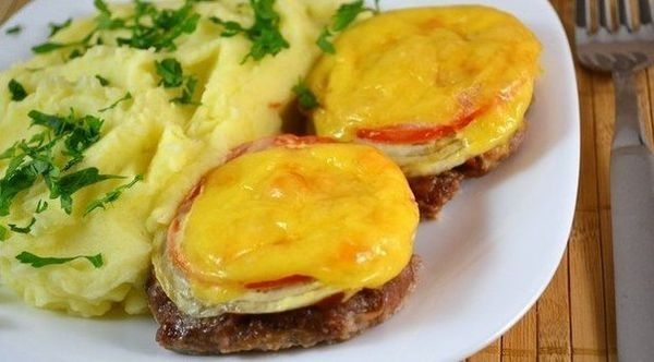 cutlets-in-the-oven-with-vegetables-and-cheese