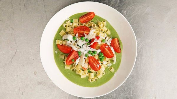 ditalini-pasta-with-a-sauce-of-green-peas