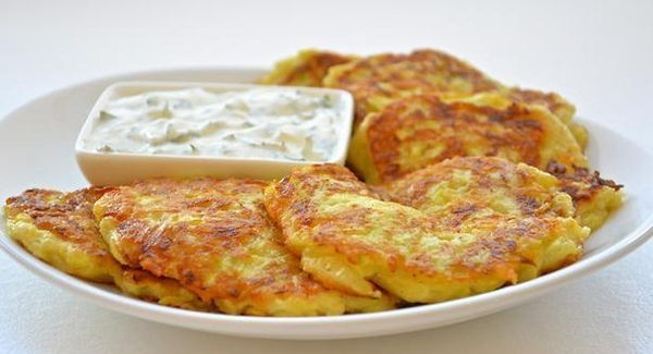 fritters-of-zucchini-with-cheese-and-garlic