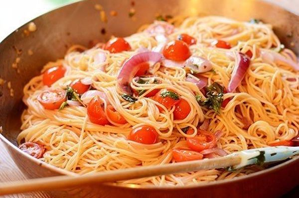 pasta-with-tomatoes-basil-and-garlic