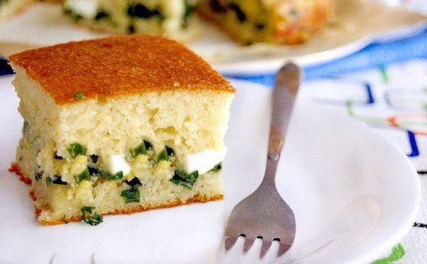quick-jellied-cake-with-green-onion-and-egg