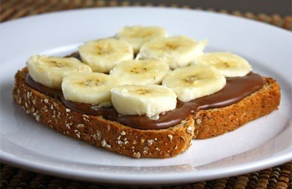 sandwich-with-chocolate-paste-and-bananas