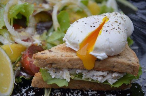 sandwich-with-poached-egg-and-salad