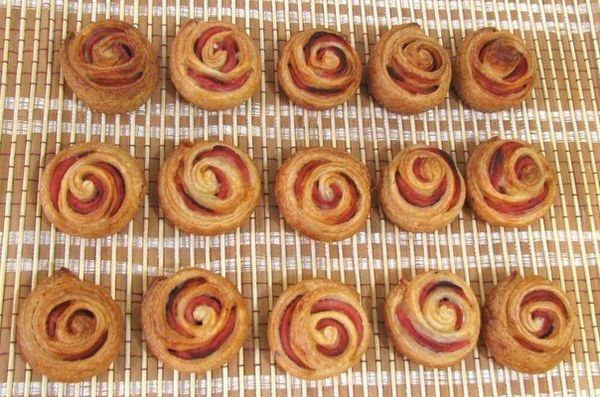 sausage-roses-in-puff-pastry