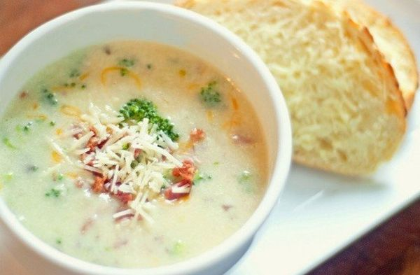 vegetable-cream-soup-of-broccoli-with-cheese