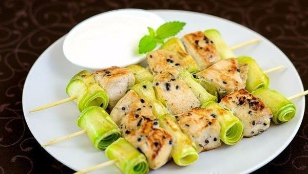 chicken-kebabs-with-zucchini