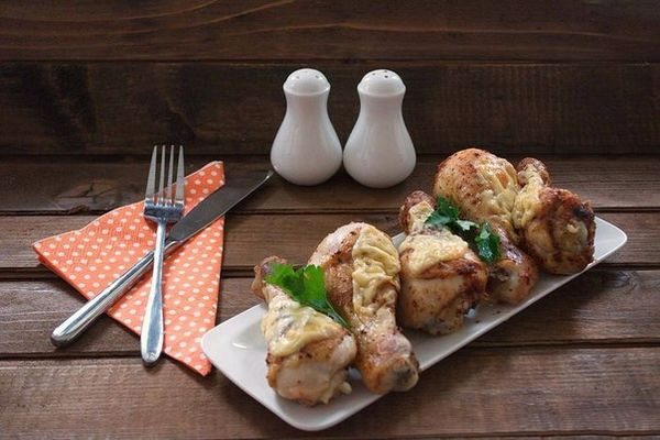 chicken-legs-with-sour-cream-and-cheese