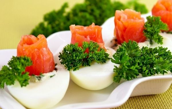eggs-stuffed-with-salmon