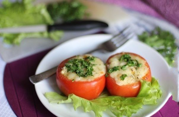 tomatoes-stuffed-with-chicken-fillet-and-vegetables